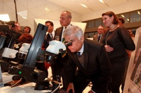 PM visits Antwerp Harbor and Diamond Pavilion