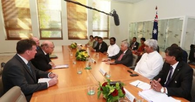 PM meets Australian minister for Industry, Innovation and Science