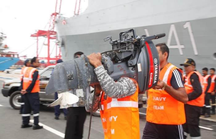 The Third Indian Naval Ship Carrying Relief Goods, Arrived @ the CMB Port Today (30th May)_2