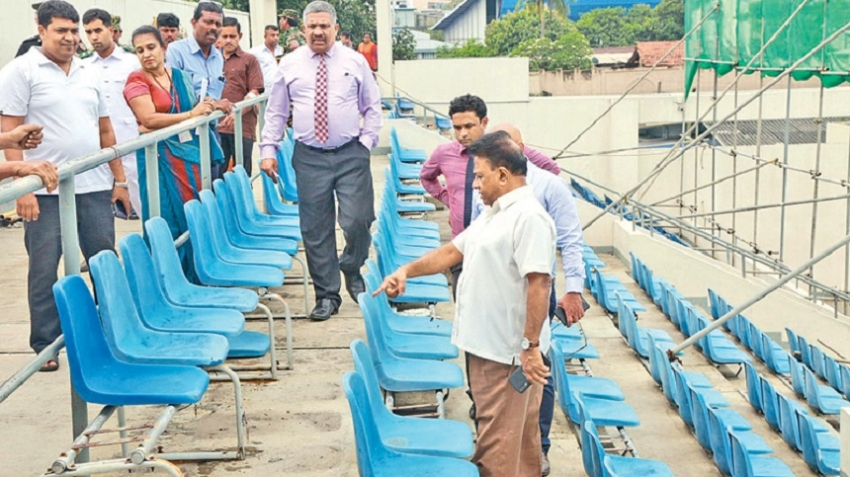 Minister orders  to clean up Sugathadasa Stadium