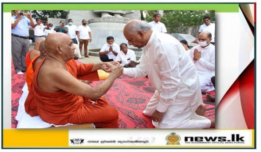 Foreign relations minister Dinesh Gunawardhana receives blessings from Maha Sanga