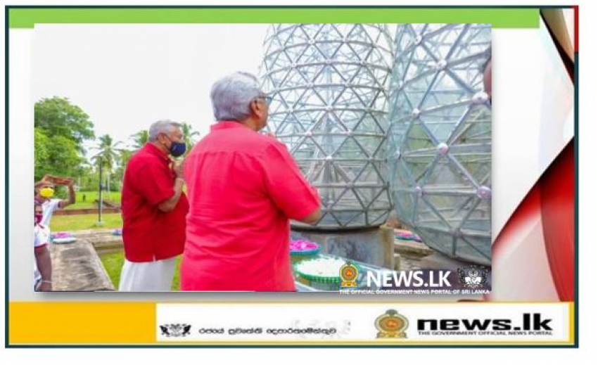 President pays floral tribute to D.A. Rajapaksa monument