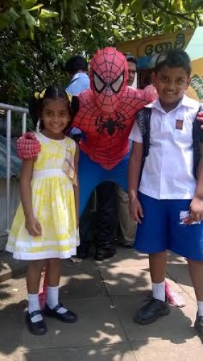 Spider-Man and Electro Were Spotted in Colombo