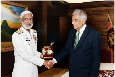 Pakistan Navy Chief calls on Prime Minister