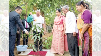 PRESIDENT PLANTS MANGO SAPLING TO MARK INDIA VISIT