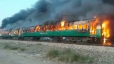 Pakistan train fire: Karachi to Rawalpindi service set ablaze
