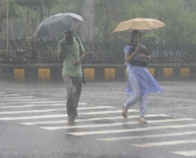 Showers, Thundershowes in sea areas from Puttalam to H'tota via CBO, Galle