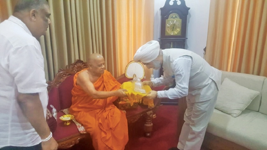 Indian HC visits Dalada Maligawa