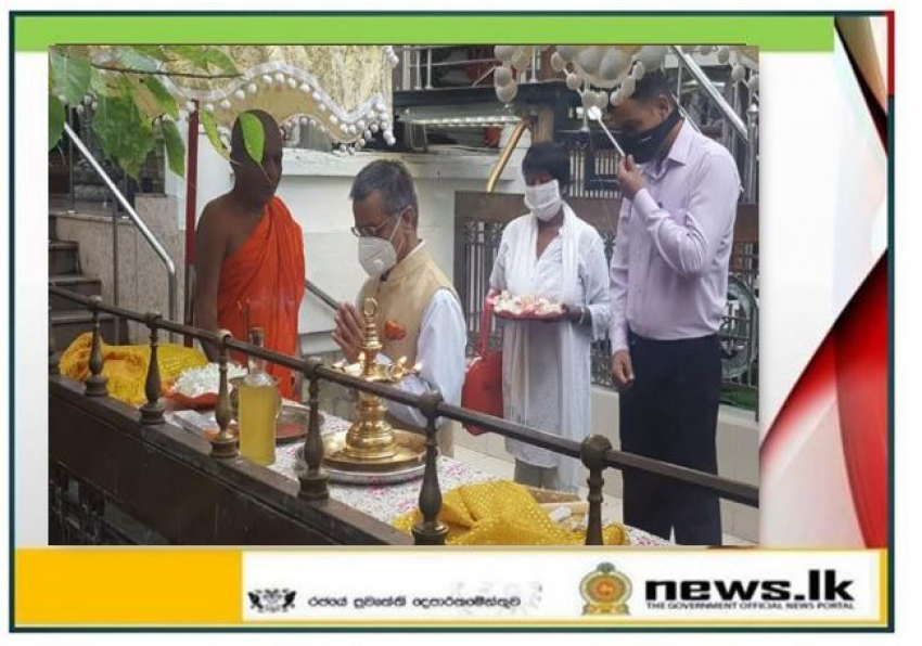 High Commissioner of India visits Gangaramaya Temple  and St Anthony's Church