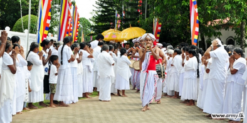 Army Vesak Arrangements Draw Huge Crowds