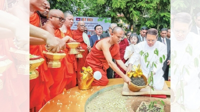 President Sirisena presents ten Na saplings