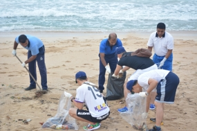 "Ship's crew of "" Setogiiri"" assist coastal cleaning at Trincomalee"