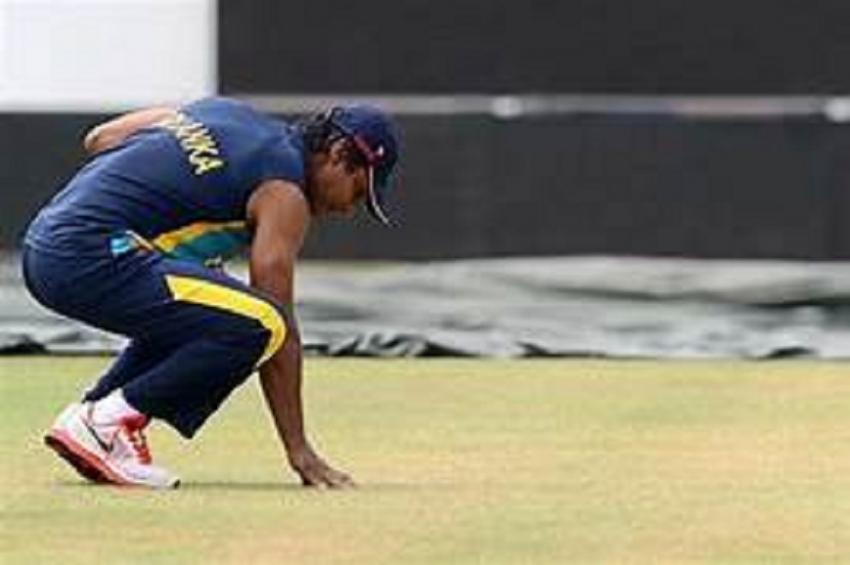 Rain continues to dominate Test – Sri Lanka slide to 144/6