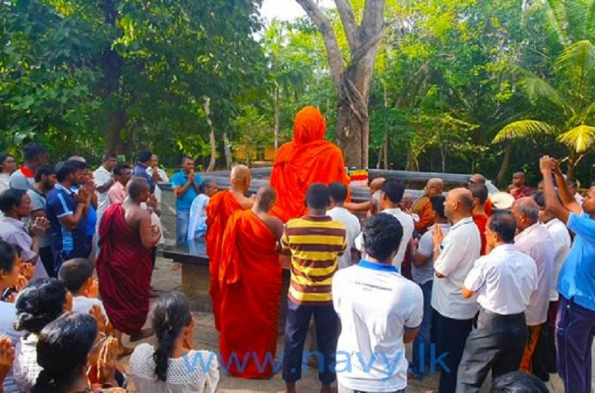 Navy assists to bring stone Buddha statue to Thalathuduwa Forest Hermitage
