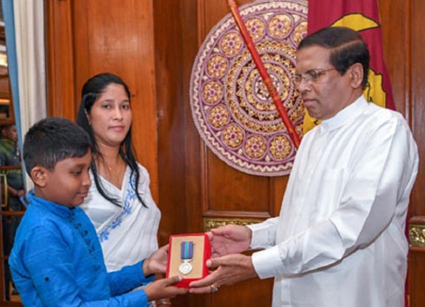 President confers Veerodhara Vibushana medals on two war heroes
