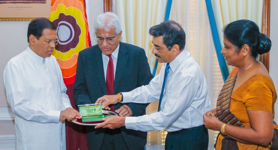 Currency note issued to commemorate Independence anniversary presented to the President