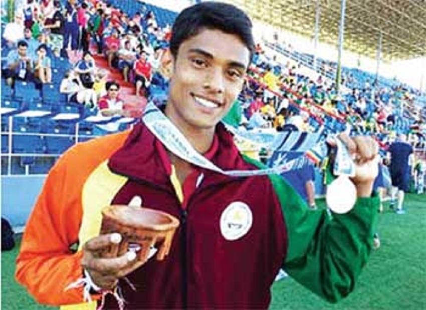 Roshan wins hurdles silver .