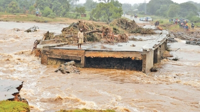 Water shortage in Harare, floods in eastern Zimbabwe