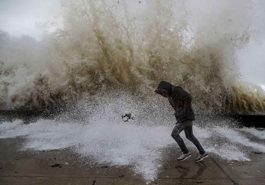 Strong winds, heavy rain and rough sea