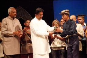 'Hunuwataye Kathawa' artists felicitated