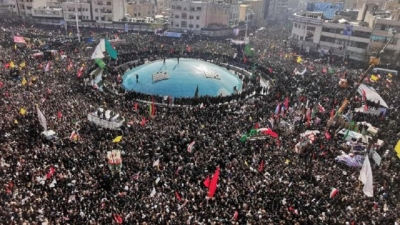 Huge crowds pack Tehran for commander's funeral