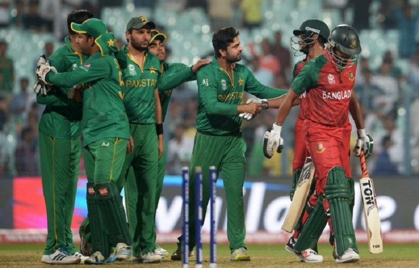 Pakistan hammer Bangladesh but New Zealand into semi-finals