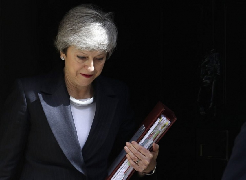 Theresa May to resign