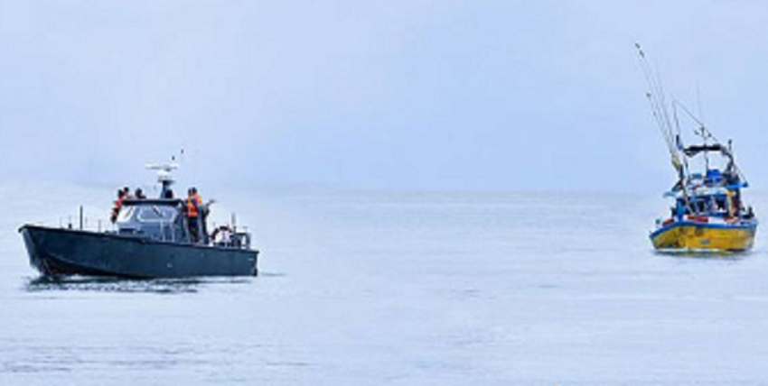 Navy seizes four suspicious fishing vessels