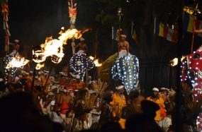 Second Randoli Perahera tonight (07)