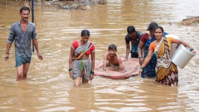India floods: At least 95 killed, hundreds of thousands evacuated