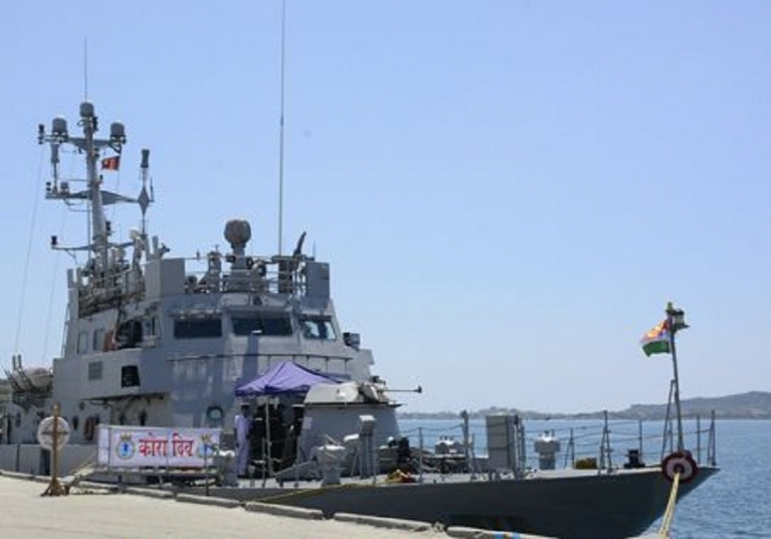 INS 'Cora Divh' arrives at Trincomalee harbour