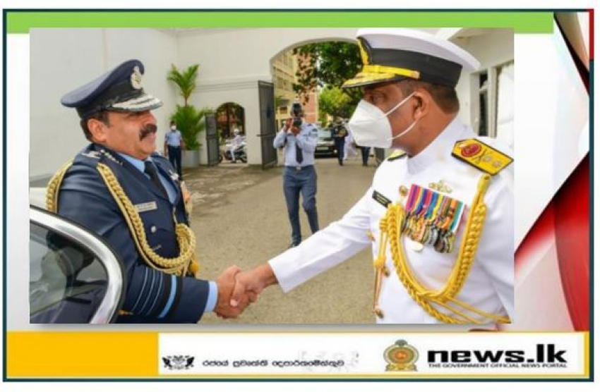 Chief of the Air Staff of Indian Air Force meets Commander of the Navy