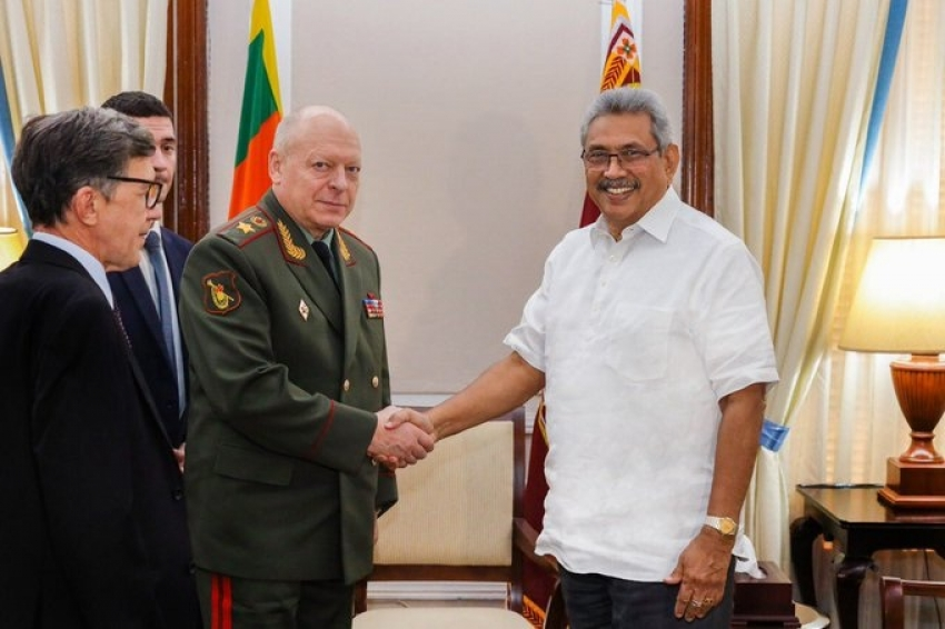 President meets the Russian Federation's Commander-in-Chief