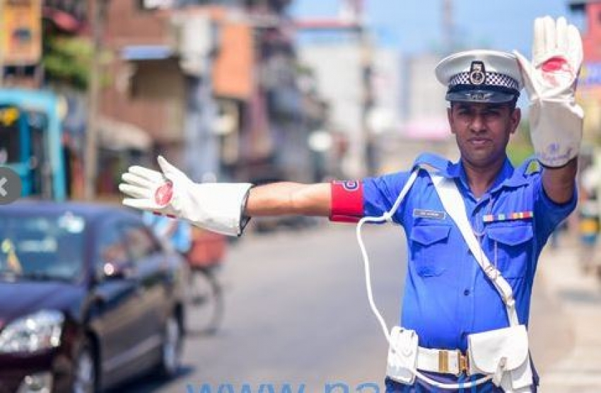 Navy Provost contribute in controlling Colombo traffic jam